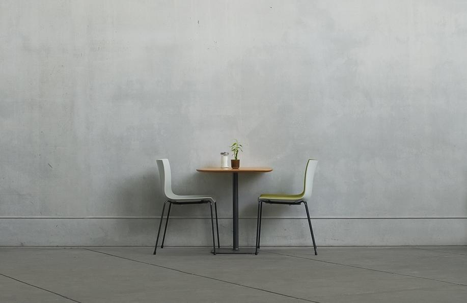 שולחן ליחיד: איך לחסוך כסף על אוכל כשגרים לבד