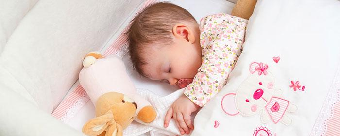כשהתינוק ישן כמו תינוק: איזה מצעים הכי טובים לתינוק שלי?